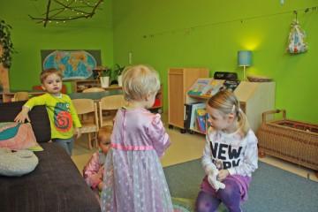 Verkleiden, Lesen, Malen – in der hellgrünen Gruppe gibt es für die Kinder immer neue Spielangebote. Foto: BSM