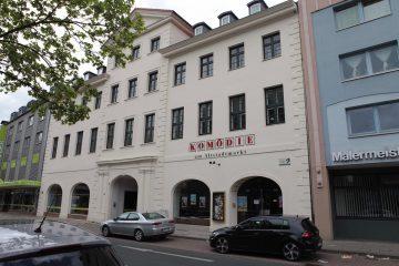 Gesehen und für gut befunden: Aus dem ehemaligen Kino wir die Komödie am Altstadtmarkt. Foto: André Pause