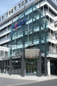 Eingang zum BS|ENERGY Hauptgebäude an der Taubenstraße. Foto: BS|ENERGY Braunschweiger Versorgungs-AG & Co. KG