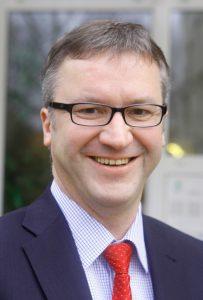 Klaus Jahnke leitet den Bereich Personal und Wirtschaft und ist stolz auf die Angebote zur Vereinbarkeit von Familie und Beruf. Foto: Klinikum Braunschweig gGmbH