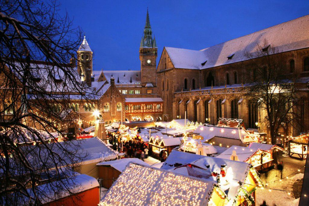 Perfekt wird das Weihnachtsmarktwonderland, wenn Schnee liegt. Foto: BSM/b2
