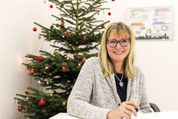 Heike Prieß, die Weihnachtsfrau beim Stadtmarketing. Foto: Stephen Dietl